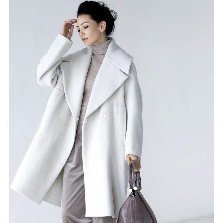 【4】サンドベージュのタートルネック×アイボリーのコート