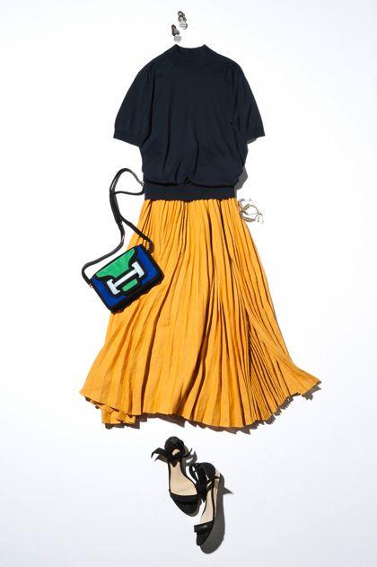【5】黒ニット×イエロープリーツスカート