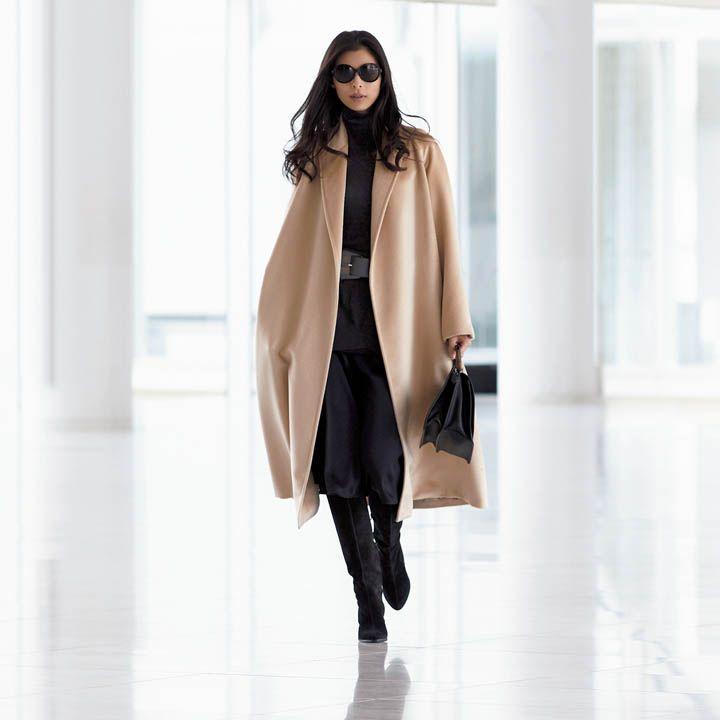 【7】タイムレスな名品コートを黒スカートで着こなす