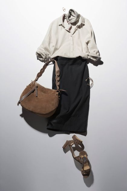 【5】ベージュシャツ×タイトスカート×スカーフ