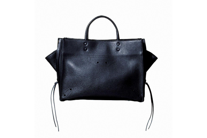 【3】バレンシアガの黒ハンドバッグ