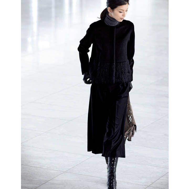 黒パンツ×ノーカラーハーフコート