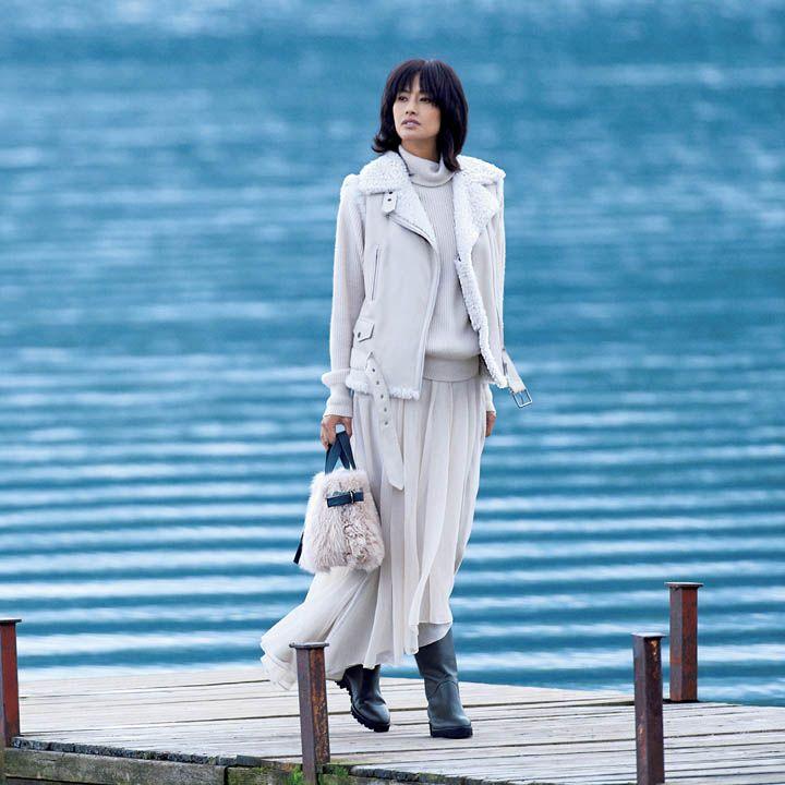 【4】白のカシミアニット×白のスカートでニュアンスカラーコーデ