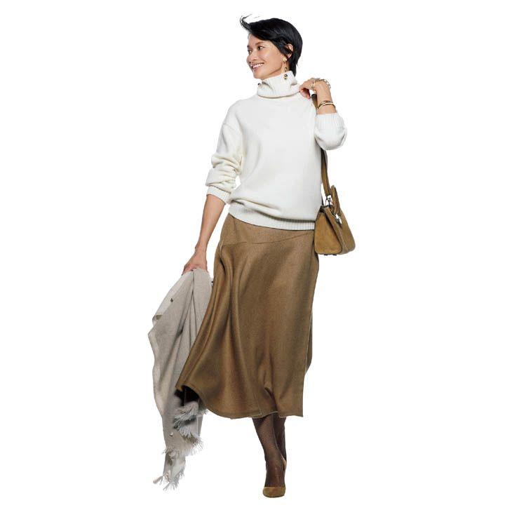 【1】カシミアの白ニット×フレアスカートで清潔感を