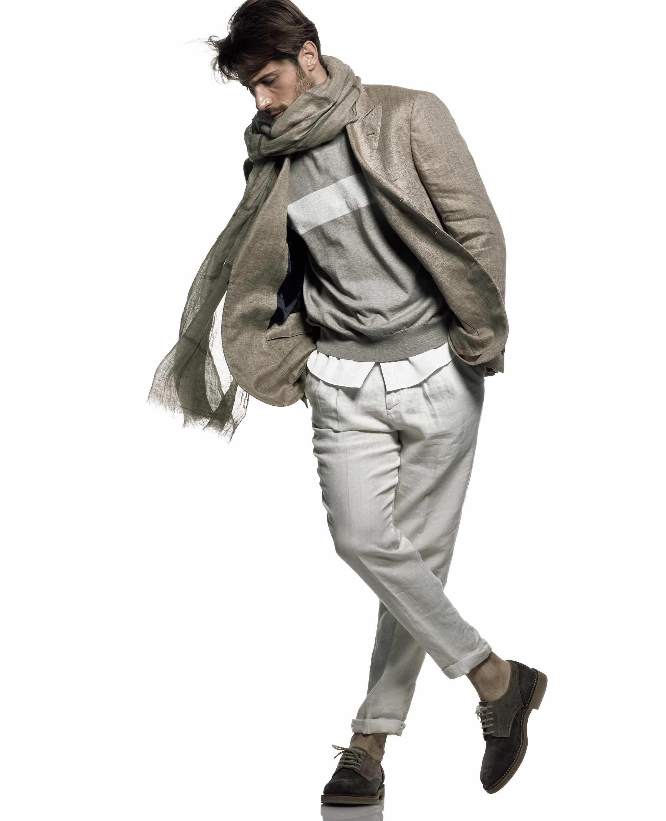 【2】パンツのラインで魅せる、伊達男のカジュアル