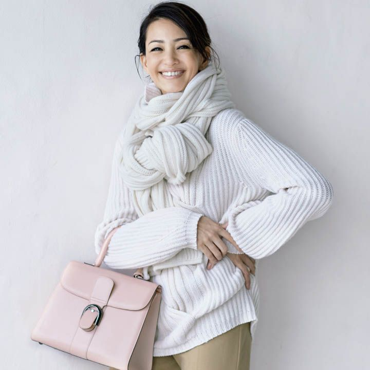 【1】ピンクのバッグで大人のピンクあしらい