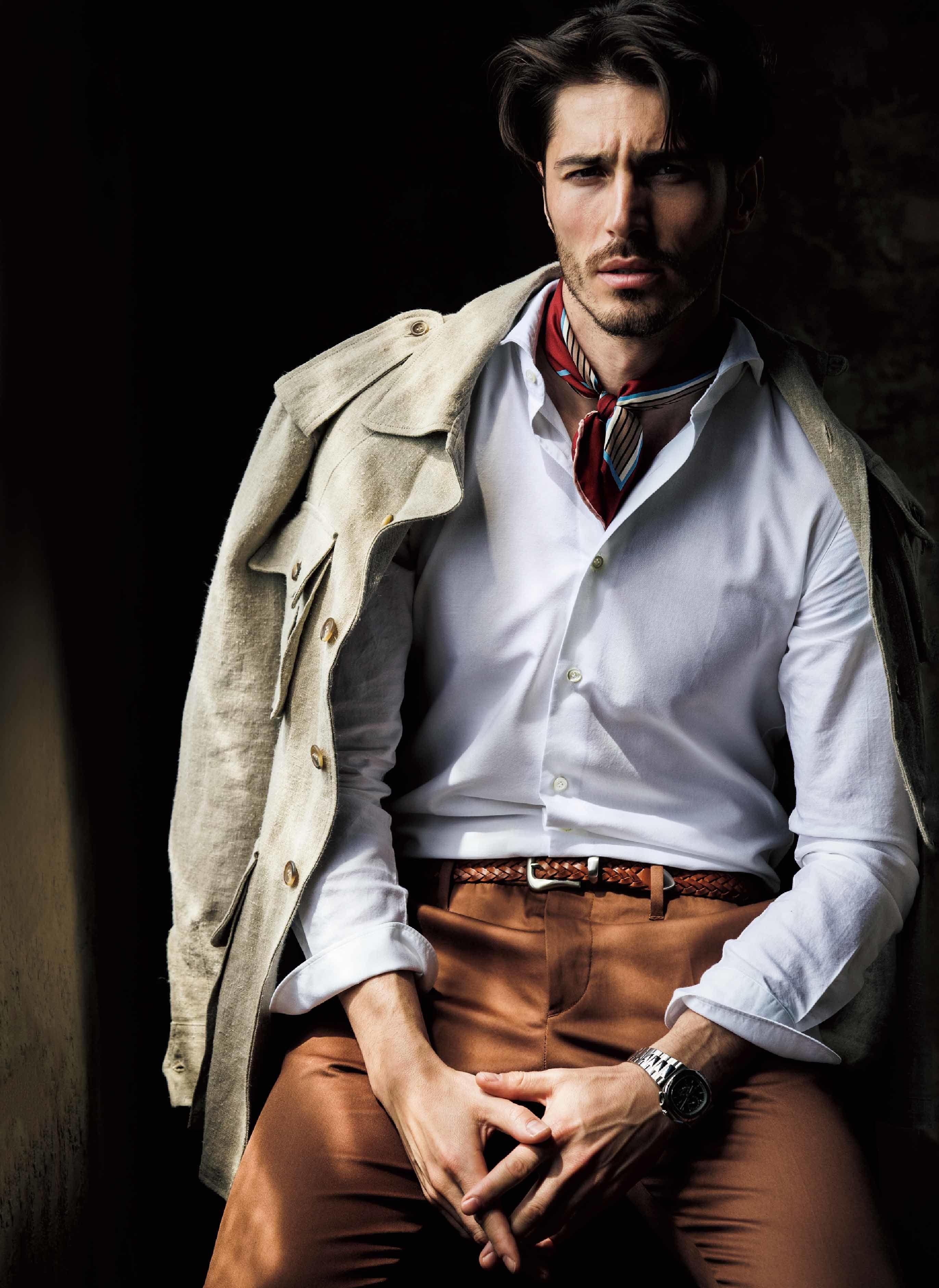 【3】白のカッタウェイシャツのコーデ