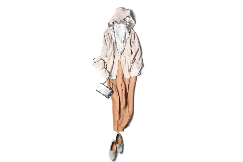 【3】ベージュパンツ×スエードのフーデッドコート