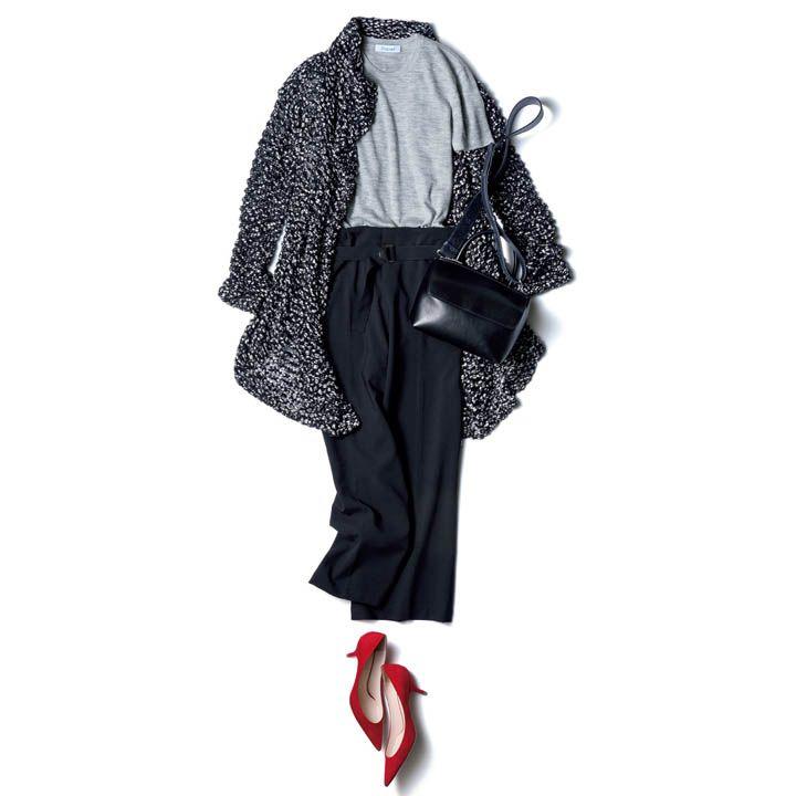 黒パンツ×赤パンプス