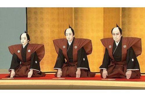 親子3代で舞台に上がる八代目市川染五郎のかっこいい画像