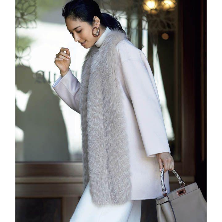 【2】白パンツ×ファー付きカシミアコート