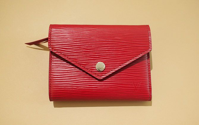 ルイ・ヴィトンの二つ折り財布