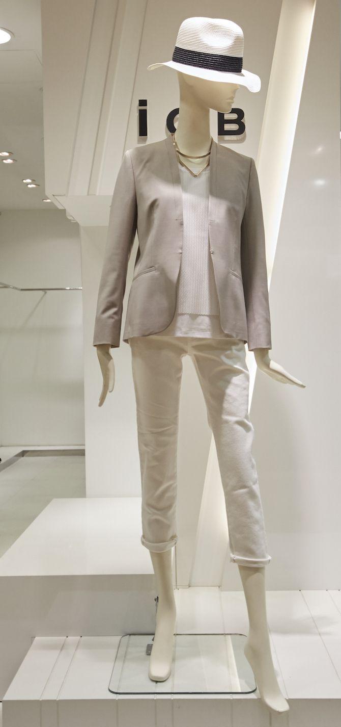 【3】白ジーンズ×カットソー×ジャケット