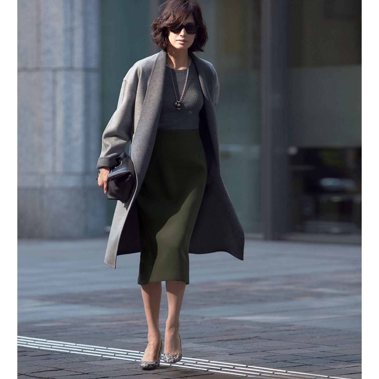 【3】ビッグシルエットのグレーコートで女らしく