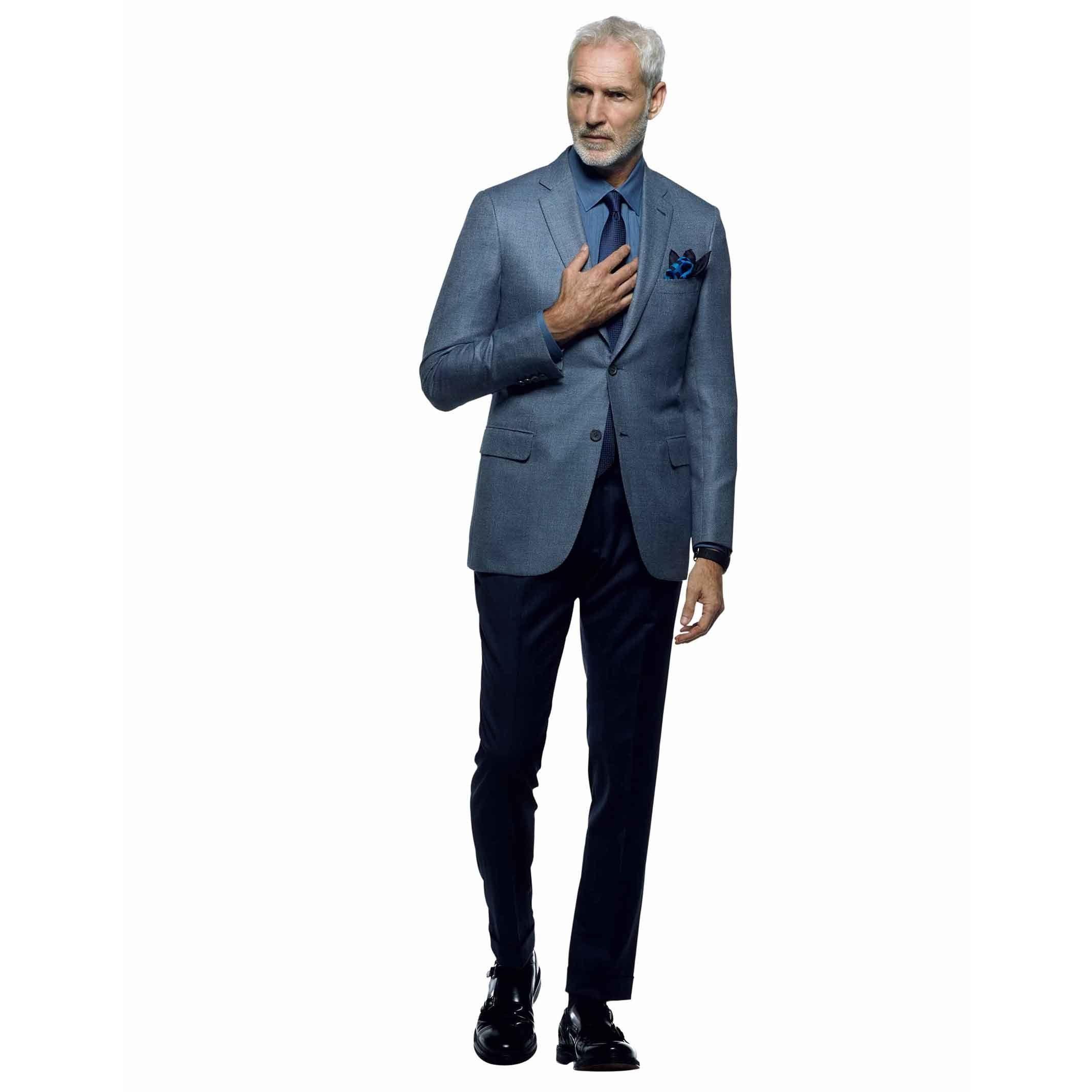 【1】艶やかなジャケットスタイル