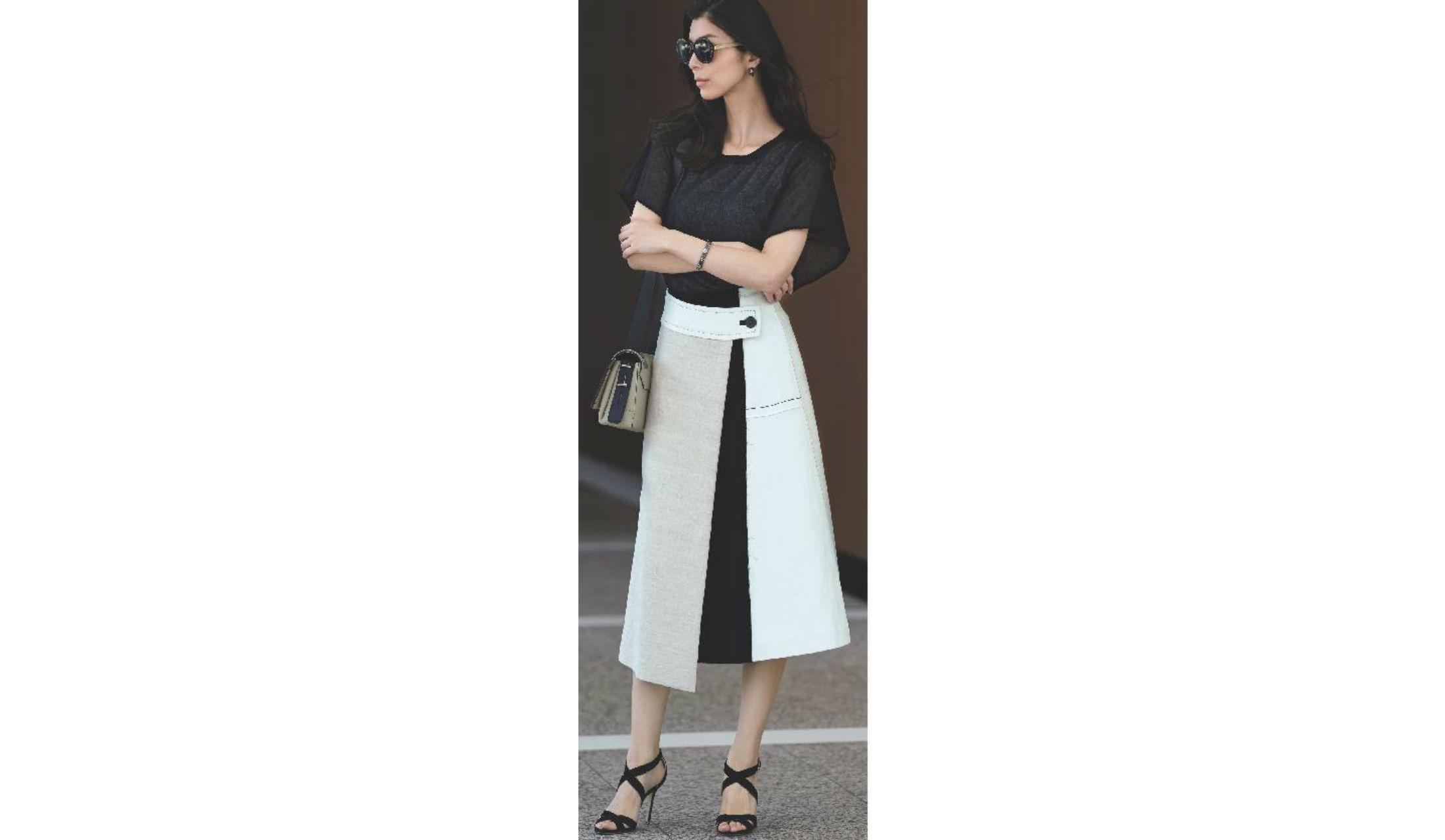 【4】黒ニット×白スカート