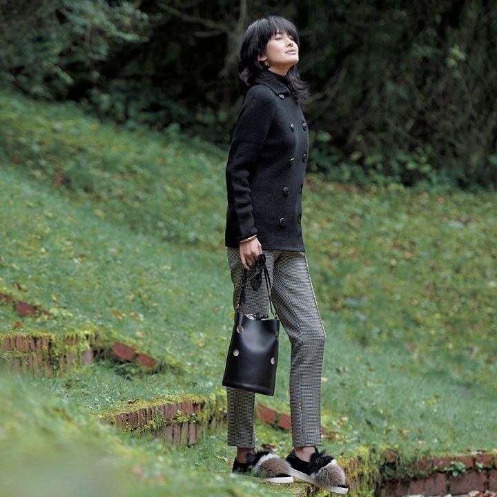【3】カシミアアウター×ファースニーカー×千鳥格子柄パンツで小粋に