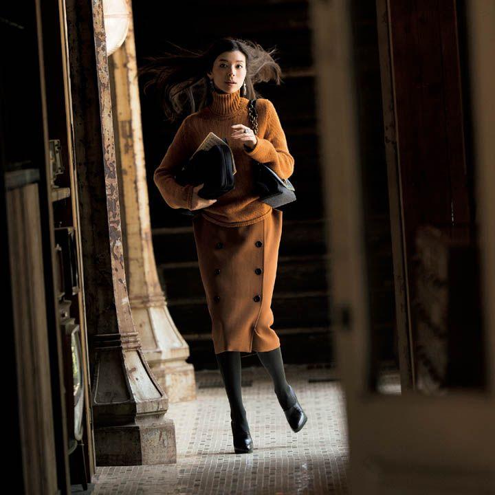 【3】こっくりカラーのタートルネック×ニットスカート