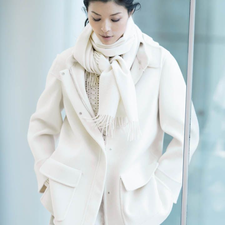 【4】白パンツ×ジャケットコート